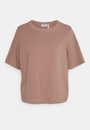 TRISH - Basic T-shirt - brown