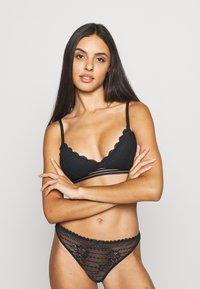 Gilly Hicks - DITSY DAISY TRAINGLE - Triangle bra - black - 0