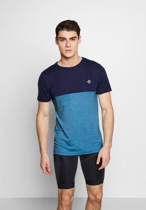 TUUR NUL MEN - Print T-shirt - mykonos blue