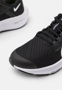 Nike Performance - AIR ZOOM PEGASUS 38 UNISEX - Zapatillas de competición - black/white/anthracite/volt - 5
