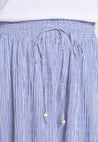 Rich & Royal - MIDI SKIRT STRIPED - A-line skirt - deep indigo - 5