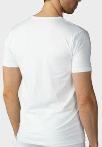 mey - T-SHIRT V-NECK SERIE DRY COTTON - Undershirt - white - 1