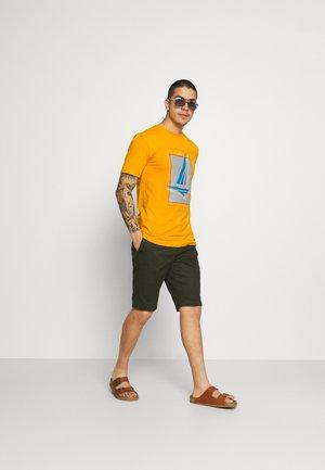 BOAT 2 PACK - Print T-shirt - navy/mustard