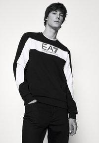 EA7 Emporio Armani - Collegepaita - black/white - 3