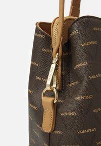 Valentino Bags - LIUTO - Torba na zakupy - cuoio/multicolor - 3