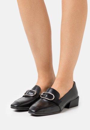 Nazouvací boty - iseo