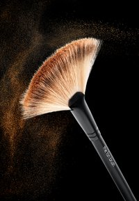 Rodial - THE FAN BRUSH - Makeup brush - neutral - 1