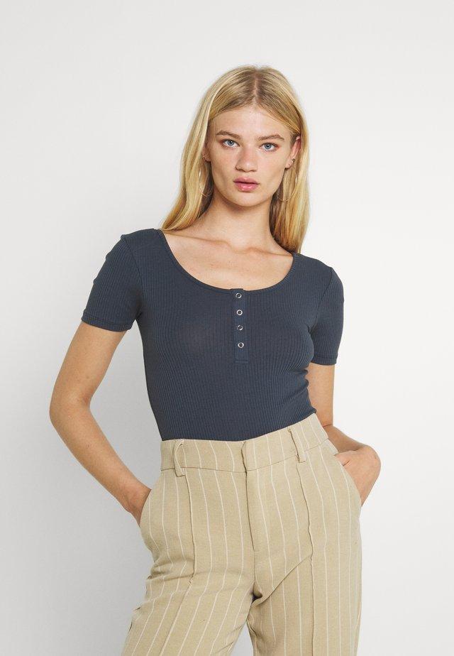 PCKITTE - Basic T-shirt - ombre blue