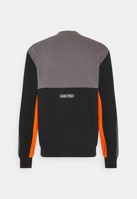 Hoodrich - OG BLOCK - Sweatshirt - black/golden poppy - 1