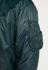 Nike Sportswear - M NSW HE WR JKT HD REV INSLTD - Light jacket - seaweed/sail/thermal green - 5