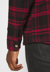 Redefined Rebel - Shirt - high risk red - 5