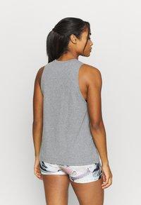 Under Armour - SPORTSTYLE GRAPHIC TANK - Camiseta de deporte - pitch gray light heather - 2