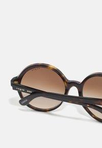 VOGUE Eyewear - LONDON - Sunglasses - dark havana - 2