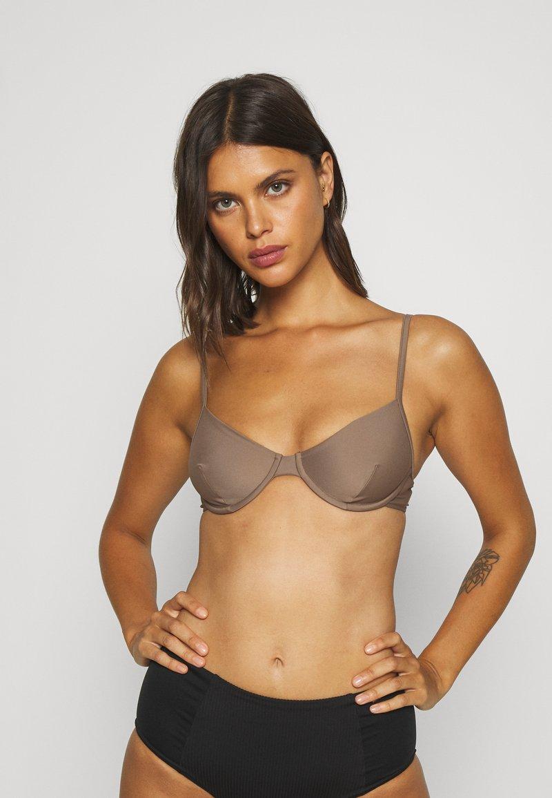 Filippa K - SHINY UNDERWIRE - Bikini top - nougat brown