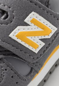New Balance - IV373CC - Trainers - grey/yellow - 2