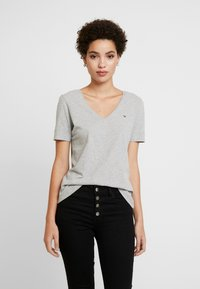 Tommy Hilfiger - CLASSIC  - T-shirts - light grey heather - 0