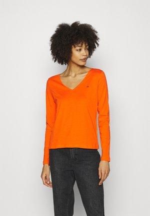 REGULAR CLASSIC - Bluzka z długim rękawem - princeton orange