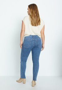 Violeta by Mango - SUSAN - Slim fit jeans - azul medio - 2