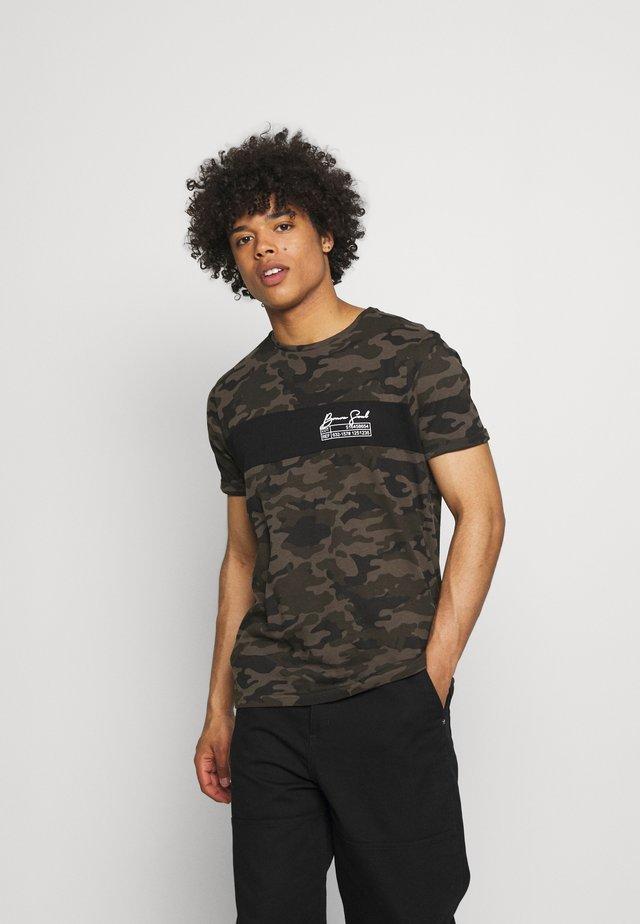 GECKO - Print T-shirt - khaki/jet black/optic white