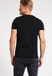 Tommy Hilfiger - Basic T-shirt - flag black - 2