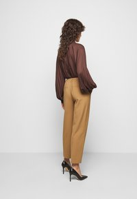 DRYKORN - SEARCH - Trousers - braun - 2