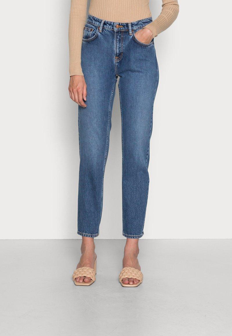 Nudie Jeans - STRAIGHT SALLY INDIGO AUTUMN - Straight leg jeans - indigo autumn