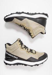 The North Face - M ACTIVIST MID FUTURELIGHT - Obuwie hikingowe - kelp tan/black - 1