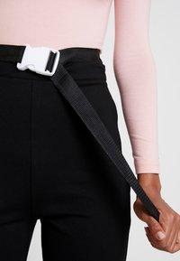 Missguided - LONG SLEEVED SEATBELT BODYSUIT - Long sleeved top - pink - 4
