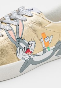 MOA - Master of Arts - FLIPS BUGS BUNNY - Trainers - gold - 6