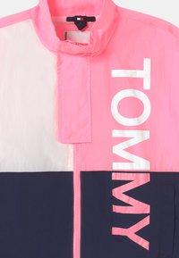 Tommy Hilfiger - BOLD UNISEX - Veste de survêtement - cotton candy/twilight navy - 2