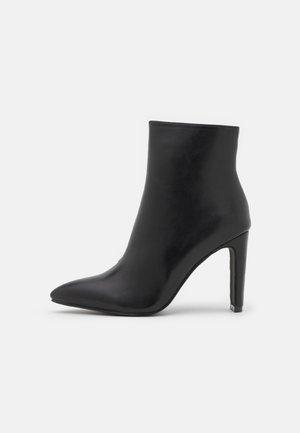 TAMIKA - Korte laarzen - black