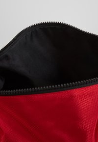 Jordan - DUFFLE - Sports bag - gym red - 5