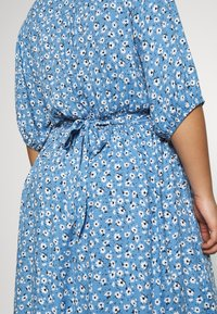 Cotton On Curve - CURVE WOVEN PUFF SLEEVE MIDI DRESS - Sukienka koszulowa - daisy parisian blue - 5