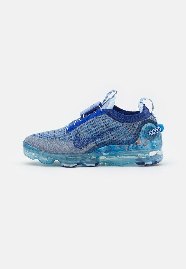 AIR VAPORMAX 2020 UNISEX - Trainers - stone blue/deep royal blue/glacier blue