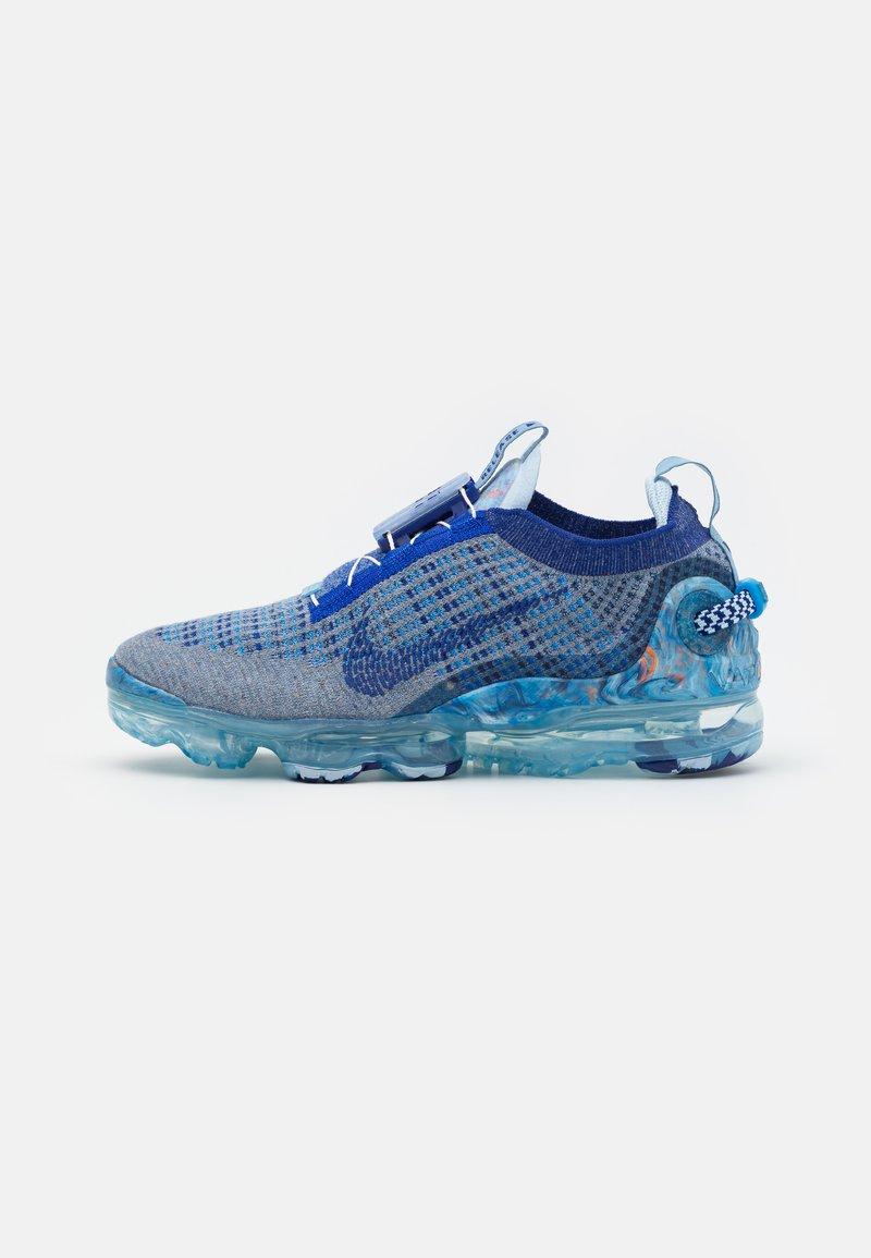 Nike Sportswear - AIR VAPORMAX 2020 UNISEX - Sneakers - stone blue/deep royal blue/glacier blue
