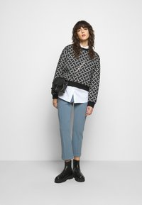 By Malene Birger - VIGGIE - Trousers - faded dove - 1