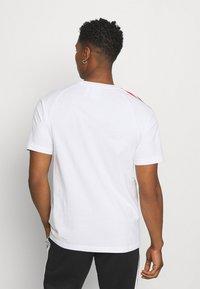 adidas Originals - TRICOL TEE UNISEX - T-shirts print - white - 2
