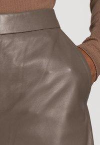 Part Two - ELAH - Pantalon en cuir - walnut - 4