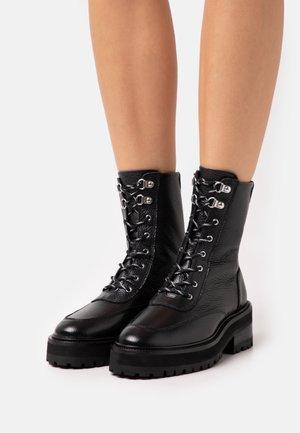 SHOES - Kotníkové boty na platformě - black
