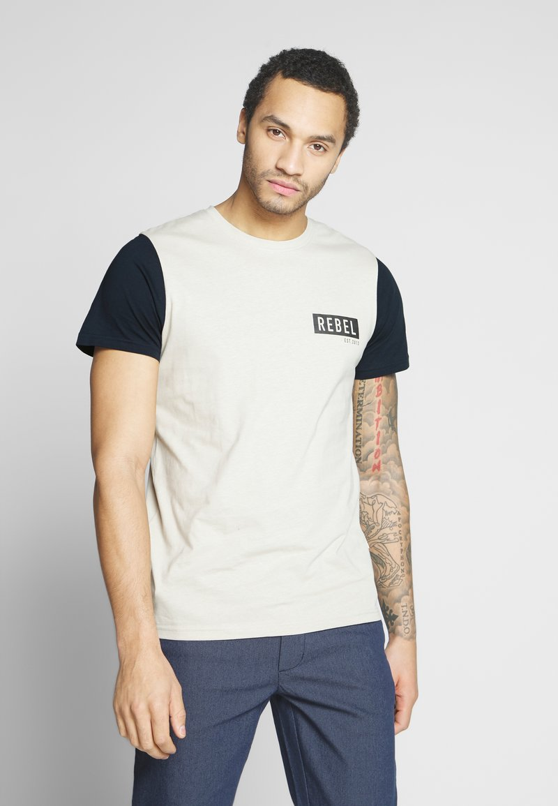 Redefined Rebel - LUKA TEE - T-shirts med print - stone