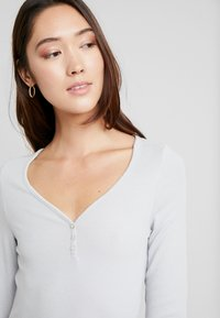 LASCANA - FASHIONABLE NIGHTS LONGSLEEVE - Nattøj trøjer - light grey - 3