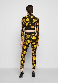 Versace Jeans Couture - Legíny - black - 2