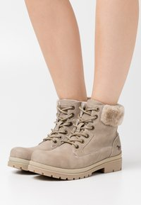 Mustang - Lace-up ankle boots - ivory - 0