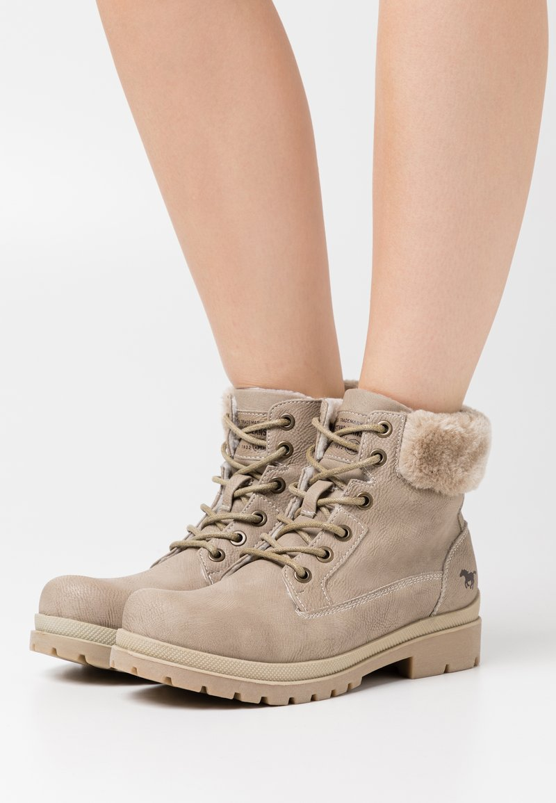 Mustang - Lace-up ankle boots - ivory