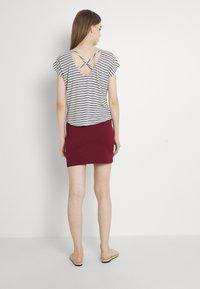 Vero Moda - VMALONA - Basic T-shirt - navy blazer/white - 2