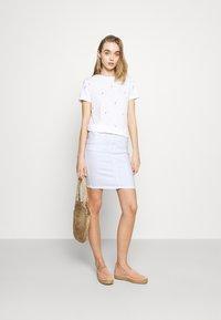 Pieces - PCLILI SKIRT  - Denim skirt - bright white - 1