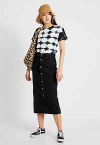 Monki - JESS SKIRT - Denim skirt - black - 1