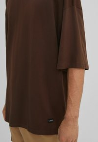 Bershka - Basic T-shirt - brown - 3