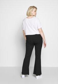 Missguided Plus - PLUS FLARE TIE BELT TROUSER - Kalhoty - black - 2