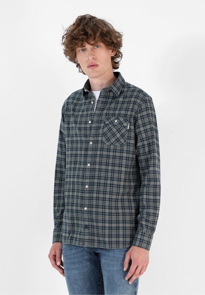 Scalpers - TARTAN POCKET - Shirt - light khaki